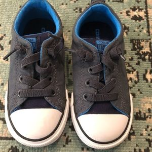 Boys low top converse all stars NWOT